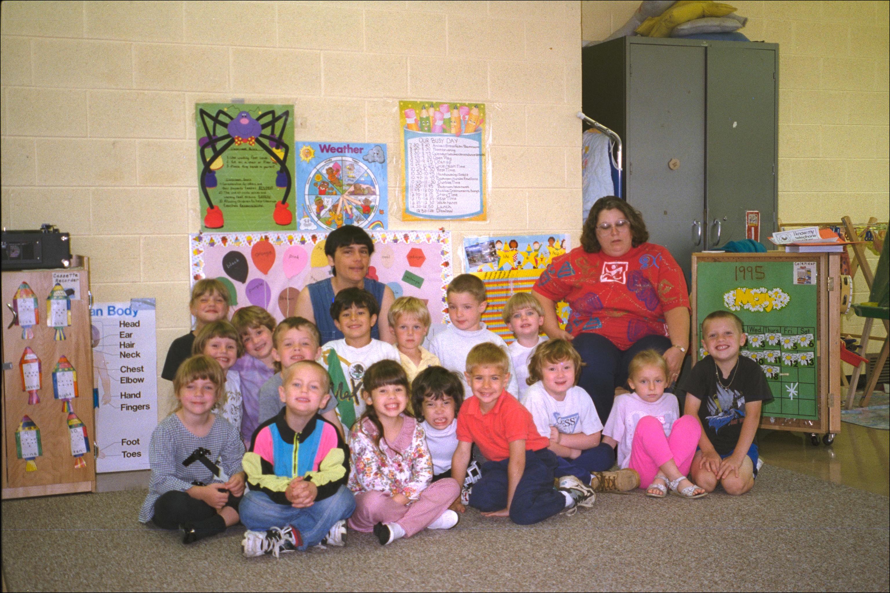IMG9100 Headstart Helpers & kids