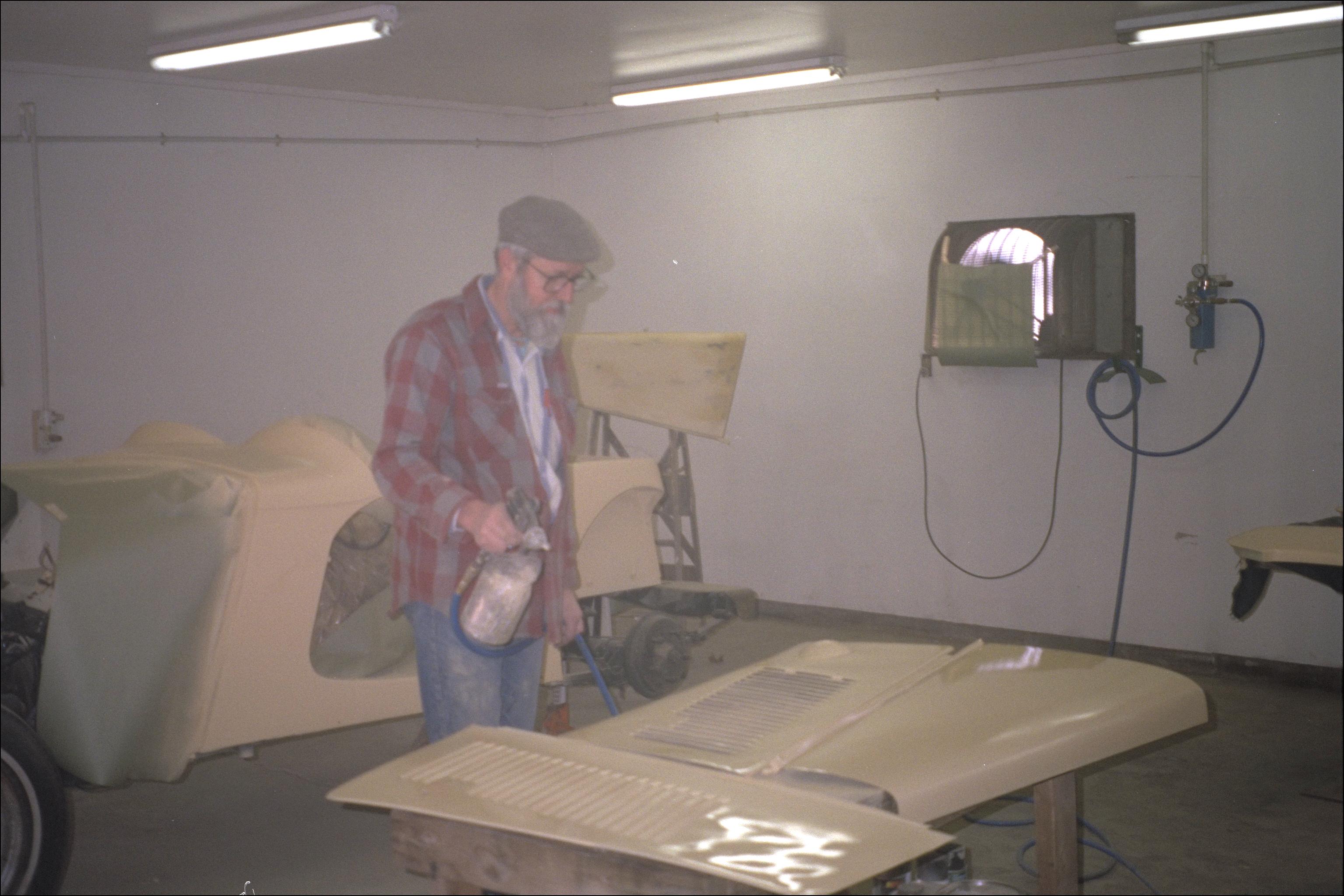 Spraying bonnet parts; Bob