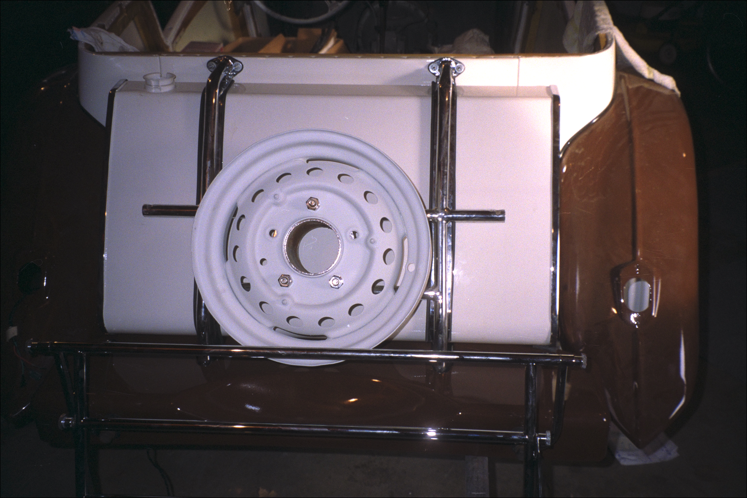 Painted rim on the spare rack (rear view)