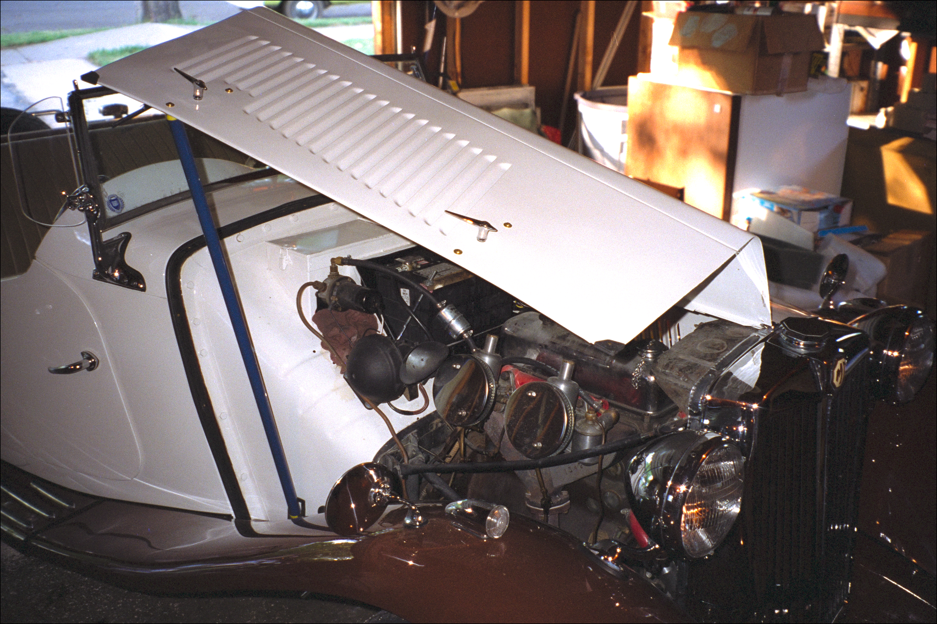 Engine from right, bonnet open
